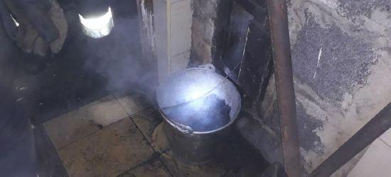 KOMAŃCZA: Pożar sadzy w kominie, w budynku posterunku policji (FOTO)