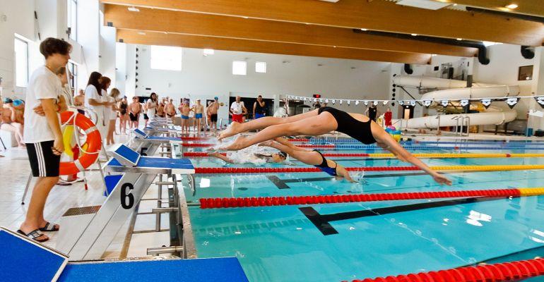 SANOK. Mistrzostwa Sanoka w pływaniu. Na starcie 200 młodych zawodników (ZDJĘCIA)