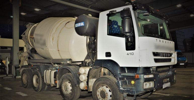 GRANICA: Kradziona ciężarówka i części do pojazdów