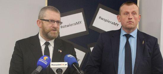 Grzegorz Braun: Narzucanie obostrzeń sanitarnych to przestępstwo i zbrodnia! (VIDEO, ZDJĘCIA)