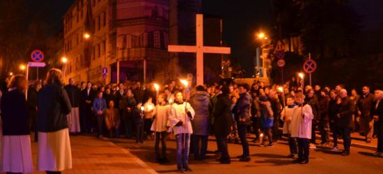 Tłumy sanoczan na wspólnej drodze krzyżowej ulicami miasta (VIDEO)