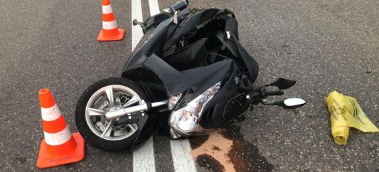 GRABOWNICA. Motocykl wyprzedzał osobówkę. Dwie osoby w szpitalu (ZDJĘCIA)