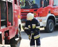 KRONIKA STRAŻACKA: Pożar garażu, osobówka w rowie i niebezpieczna plama ropopochodna na jezdni