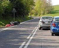 Nieuważni motocykliści sprawcami wypadku. Jeden kierowca jednośladu w ciężkim stanie