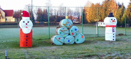 W Czerteżu stanęły dekoracje świąteczne z siana! (FOTO)