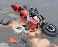 17-letni motocyklista potrącony przez 80-letniego kierowcę osobówki (ZDJĘCIA)