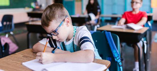 ZUS: Można już wnioskować o 300 plus na wyprawkę szkolną dla dziecka