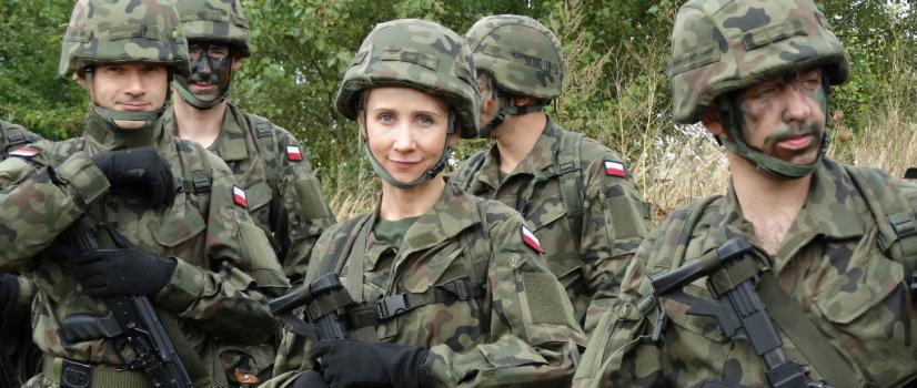Szkolenie poligonowe, musztra i oswajanie się z bronią. Trwają szkolenia kolejnych terytorialsów z batalionu sanockiego (FILM, ZDJĘCIA)