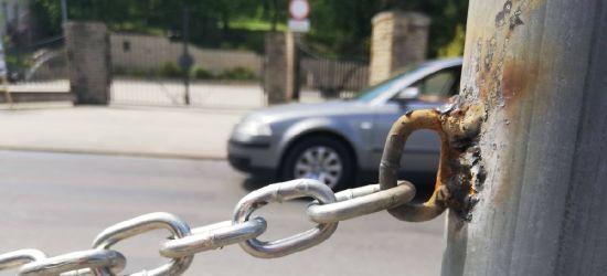 INTERWENCJA: Parking zniknął. Przejścia też nie ma (ZDJĘCIA)