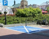 """Na sanockich parkingach pojawiły się niebieskie """"koperty"""" (ZDJĘCIA)"""