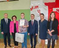 GMINA ZARSZYN: Mistrzowie wiedzy o Sejmie. Nagrody wręczył sam poseł (ZDJĘCIA)