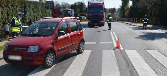 REGION: Zderzenie ciężarówki z osobowym fiatem (FOTO)