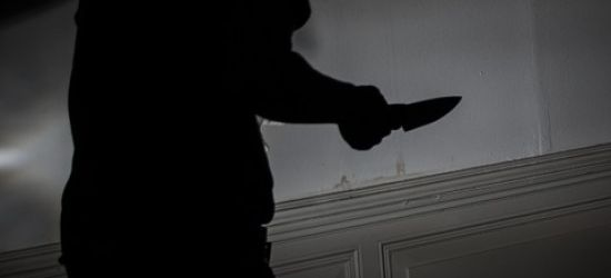 Atak nożownika! Bójka między mężczyznami, dwóch ranionych ostrym narzędziem