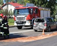 UWAGA: Zderzenie dwóch samochodów na Dąbrówce. Już można przejechać bez przeszkód(ZDJĘCIA)