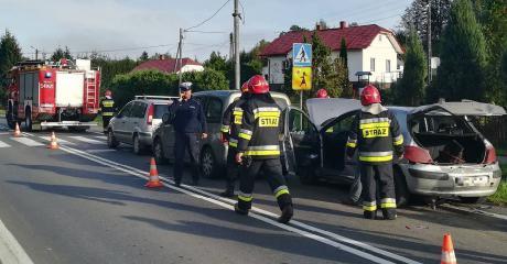 Zderzenie czterech samochodów w okolicach szkoły w Nowosielcach (ZDJĘCIA)