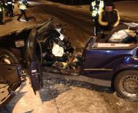 USTRZYKI DOLNE: Tragiczny wypadek. Uderzył w drzewo, nie żyje pasażerka (ZDJĘCIE)