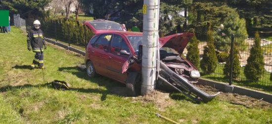 Straciła panowanie nad pojazdem. Wjechała w słup energetyczny (FOTO)