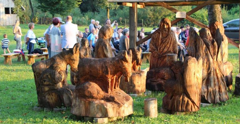 """Drewniane cuda """"Pod Cichym Aniołem"""". Klimatyczna galeria w Tyrawie Wołoskiej (FOTO)"""