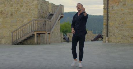 Sanok w najnowszym teledysku Mateusza Mijala. Zamek, Rynek i ujęcia z lotu ptaka (VIDEO)