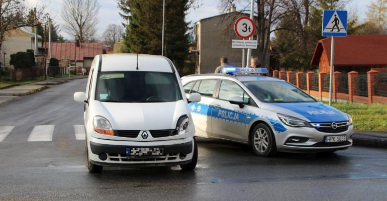 Zderzenie na krzyżówce Konarskiego i 800-lecia. Poszkodowana osoba trafiła na SOR (FOTO)