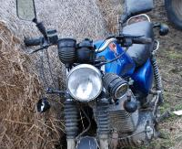 TRZEŚNIÓW: Pijany motocyklista uderzył w osobówkę. Miał 3 promile alkoholu w organizmie (ZDJĘCIA)