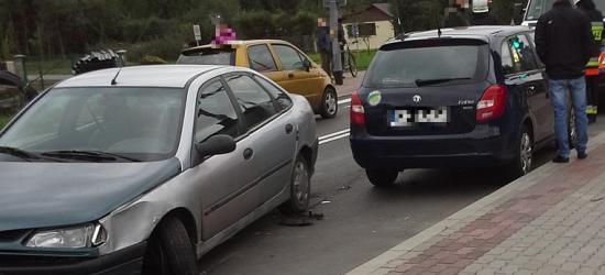 Zdarzenie drogowe w Zagórzu. Kierowca dostał ataku padaczki (ZDJĘCIA)