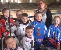 DZISIAJ: Gwiazdy znów zagrają z sanockimi VIP-ami. Pierwszy w Polsce mecz bumper ball na lodzie! (FILM)