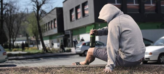 """INTERWENCJA: """"Pijaczki"""" przejmują władzę na ulicach Sanoka?"""