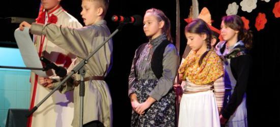 Patriotyzm w wierszu i w piosence. Uczniowie SP 2 świętowali niepodległość (ZDJĘCIA)
