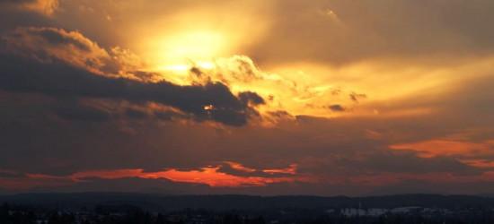 Tak Sanok budził się dzisiaj do życia. Zdjęcia krwawego wschodu słońca (FOTO)