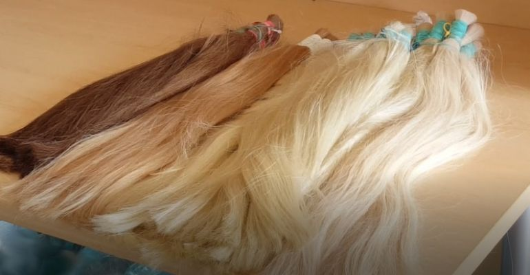 Nietypowy przemyt. Pudło pełne ludzkich włosów (ZDJĘCIA)