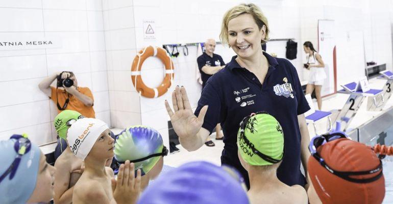SANOK: Otylia Jędrzejczak szkoliła młodych adeptów pływania! (VIDEO, FOTO)