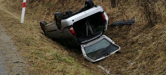AKTUALIZACJA / BIESZCZADY: Auto dachowało. Zginęła kobieta (ZDJĘCIA)