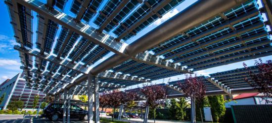 Parking przy Arenie będzie produkował energię? Car porty mogą dać oszczędności do 200 tys. zł rocznie (ZDJĘCIA)