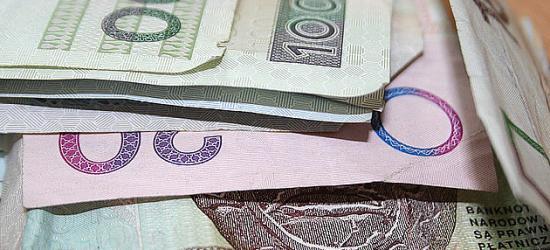 """,,Policjant"""" sprawdzał, czy banknoty są prawdziwe"""