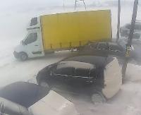 Zobacz jak kierowca walczy z wiatrem. Silne porywy miotały samochodem dostawczym (FILM)