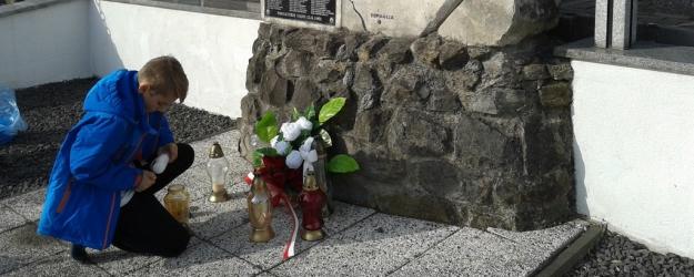 ZAGÓRZ24.PL: Mali wolontariusze uporządkowali opuszczone groby (ZDJĘCIA)