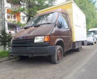 """INTERWENCJA: """"Rzęch bez tablic rejestracyjnych i powietrza w oponach zajmuje tylko miejsce parkingowe"""". Mieszkańcy ul. Kiczury są zbulwersowani (ZDJĘCIA)"""