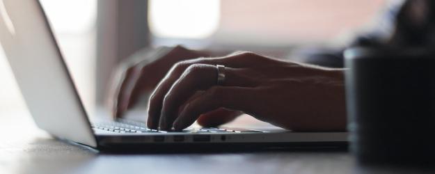 """SANOK: Miażdżący raport po kontroli """"laptopowego"""" projektu. Prokurator nie kontynuuje śledztwa"""