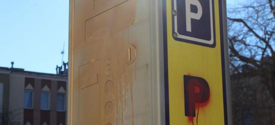 SANOK: Parkomaty zdewastowane. Wandale zalali je złotą farbą (ZDJĘCIA)