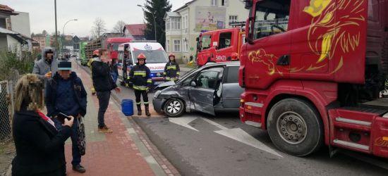 AKTUALIZACJA: Zderzenie ciężarówki z osobowym na Lwowskiej! Droga już przejezdna (FOTO)