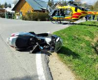 POWIAT BRZOZOWSKI: Osobówka wjechała w motocykl. 10-latek przetransportowany helikopterem do szpitala (ZDJĘCIA)