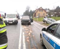 AKTUALIZACJA: Zderzenie czterech samochodów w Ustrzykach Dolnych. Cztery osoby w szpitalu