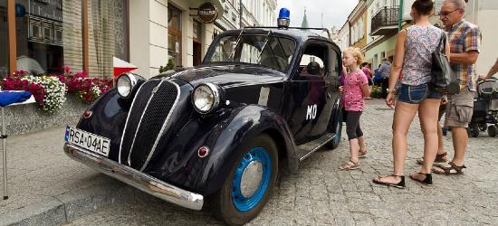 AKTUALIZACJA: Zabytkowe pojazdy wjechały do Sanoka! Trwa rajd (FILM, ZDJĘCIA)