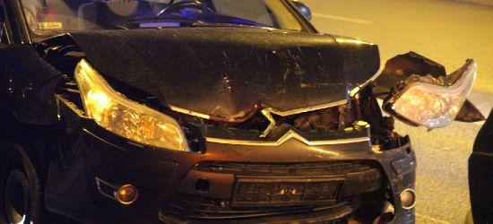 Zderzenie trzech samochodów na Dąbrówce. W środku małe dzieci (ZDJĘCIA)