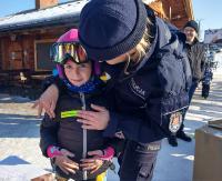 Bieszczadzkie stoki pod okiem policjantów. Sprawdzają czy jest bezpiecznie oraz edukują narciarzy i snowboardzistów (ZDJĘCIA)