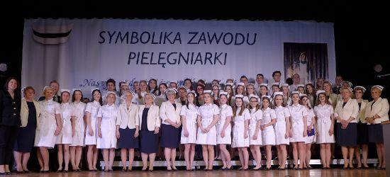 """SANOK: """"Czepkowanie"""", najważniejsza chwila w zawodzie pielęgniarki i pielęgniarza (VIDEO, FOTO)"""
