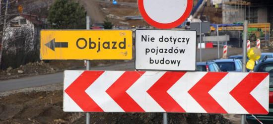 OBJAZD PRZY OBWODNICY: Mieszkańcy grożą zablokowaniem drogi krajowej (FILM, ZDJĘCIA)