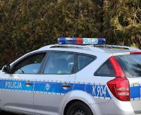 KRONIKA POLICYJNA: Oblewał samochody białą cieczą i wybijał szyby oraz amator rzucania telefonem o ścianę