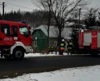Płonął drewniany dom. Strażacy wewnątrz znaleźli ludzkie zwłoki (ZDJĘCIA)